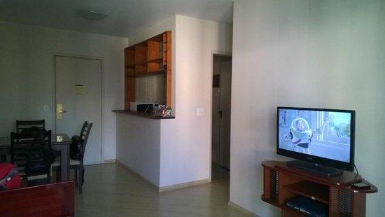 London Class Suites: Sala de estar e cozinha.