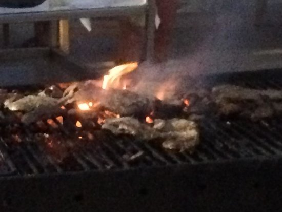 El Mouradi Djerba Menzel : La nourriture brûle et pas de personnel durant 15 a 20 min car ils sont partis manger.