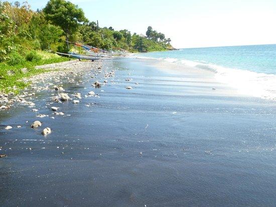 Villa Aquamarine : Пляж от виллы в левую строну