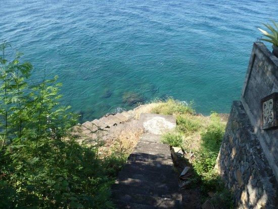 Villa Aquamarine : Спуск к морю