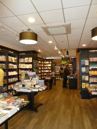 Kendal, UK: Waterstones - national store, friendly local staff