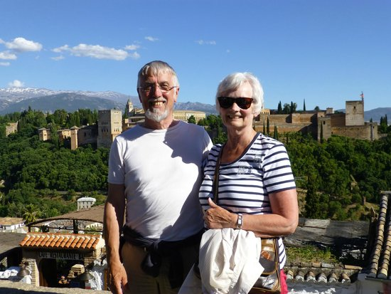 Play Granada : The Alhambra in the background