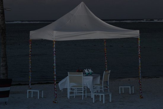 Ambre Resort & Spa: DINING ON THE BEACH