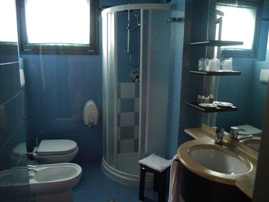 Hotel Martini: Ванная