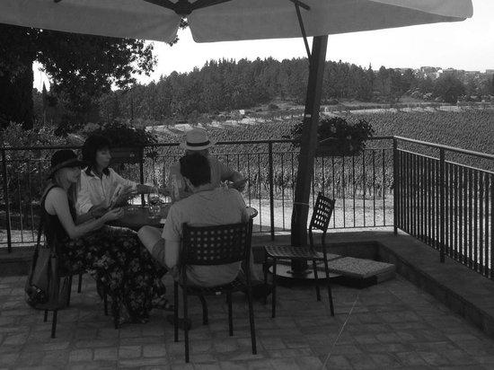 Casa Emma: Enjoying our tasting.