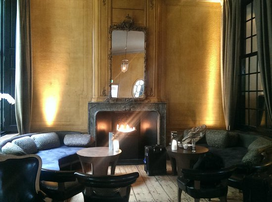 The Dylan Amsterdam: Fireplace lounge