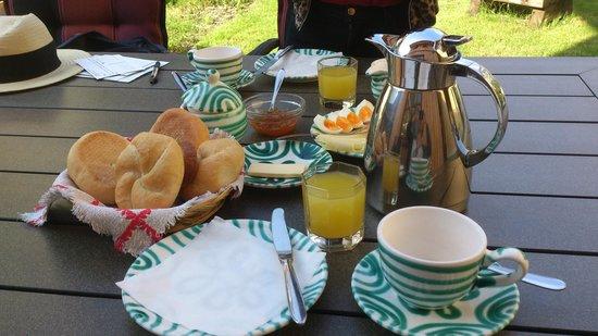 Haus Trausner: Breakfast by the garden