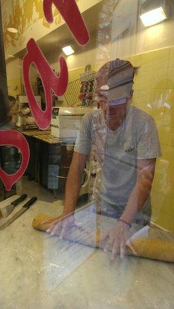 Il Cantuccio di San Lorenzo : rolling the dough
