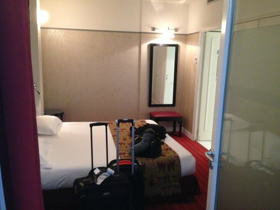 Hotel Eiffel Seine: inside of our room