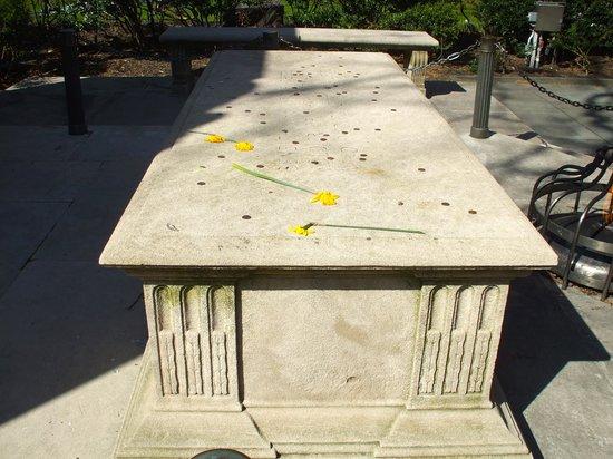 Washington Square Park: The memorial in sunnier weather 1