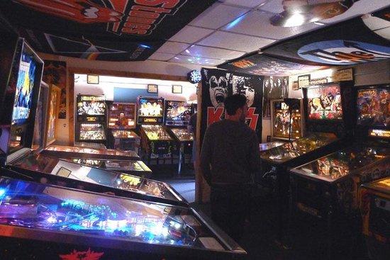 Lyons Classic Pinball