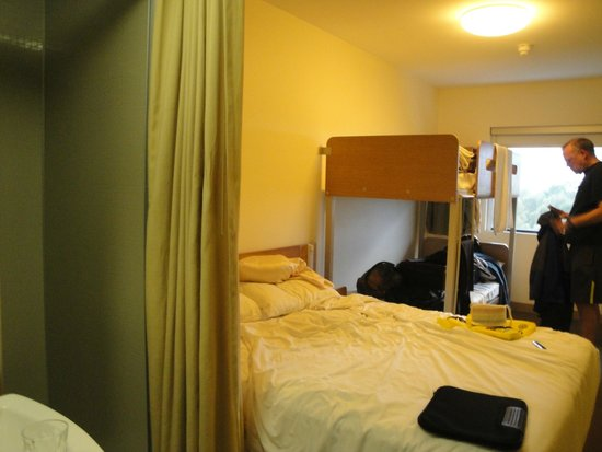 Ibis Budget Sydney Olympic Park Hotel: view from front door shower to immediate left of curtain.