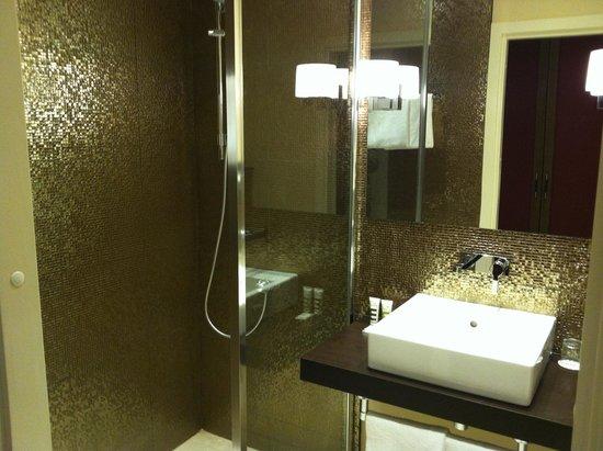 Mercure Moscow Paveletskaya: Ванная в номере для инвалидов