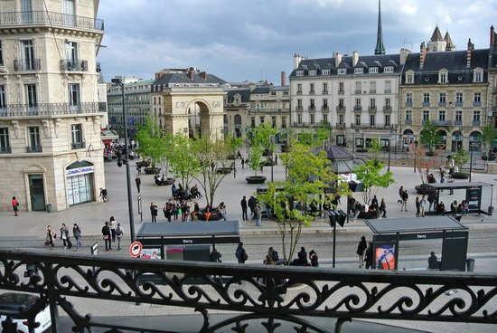 Grand Hotel La Cloche Dijon - MGallery Collection : Vue sur la place
