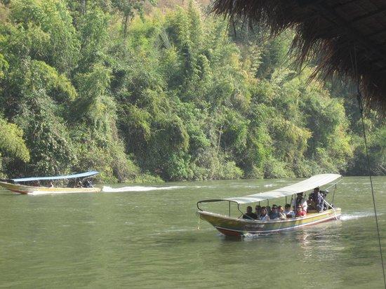 Kaeng Lawa Cave : Sur la Rivière Kwai, le bateau pour aller aux grotte