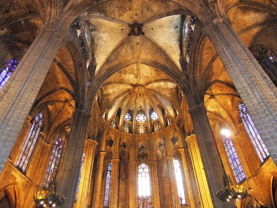Église Sainte-Marie-de-la-Mer : abóbodas e arcos