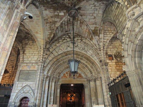 Église Sainte-Marie-de-la-Mer : Lindos forros adornados