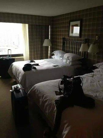 Sheraton Centre Toronto Hotel: Double guest room