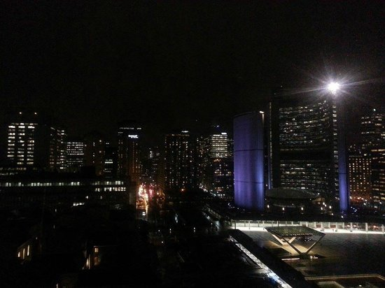 Sheraton Centre Toronto Hotel: View from our room at night! Lovely!