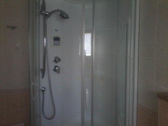 Hotel Nordik: doccia con idromassaggio e sauna
