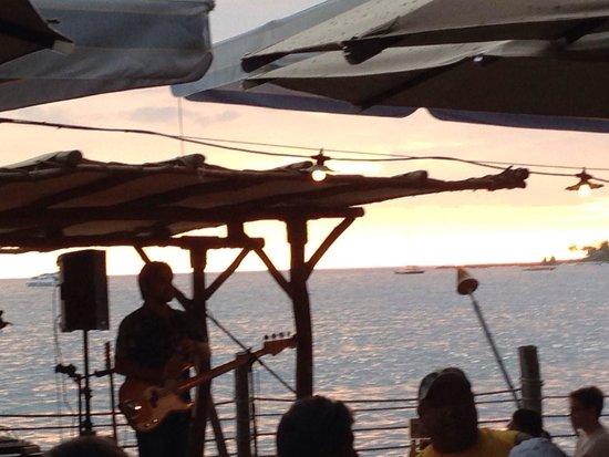 Huggo's On The Rocks: Hawaiian music at sunset