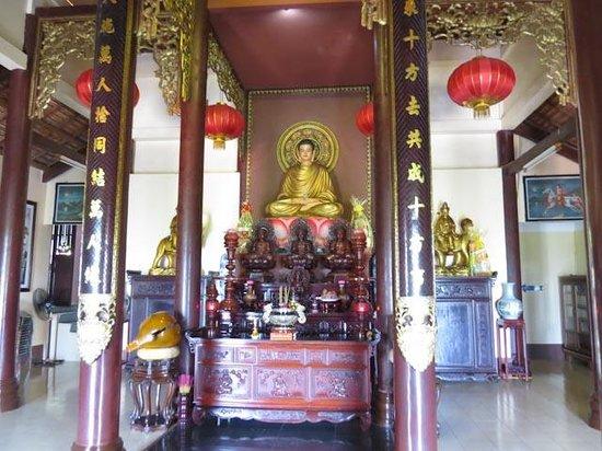 Ba Chua Xu Temple: Temple on Sam Mountain