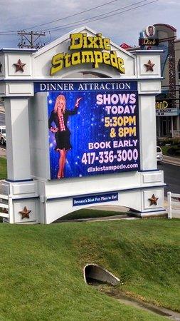 Dolly Parton's Dixie Stampede Dinner & Show: Fun at Dolly Parton's Dixie Stampede