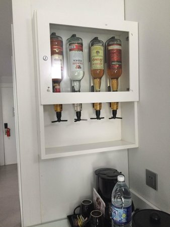 Hotel Riu Palace Jamaica: Unlimited liquor the entire time and its restocked everyday