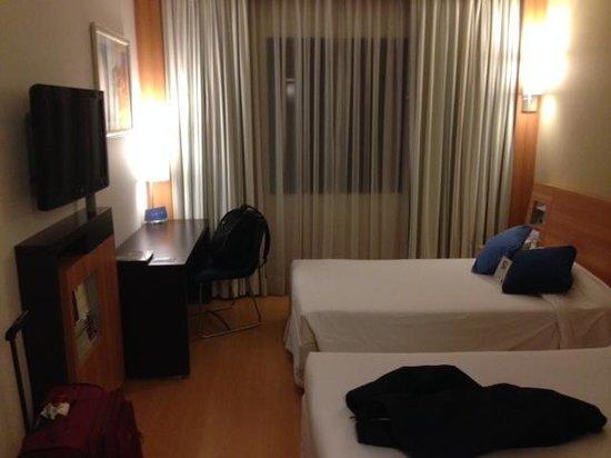 Novotel Cusco: Quarto mais simples do hotel. Espaçoso e confortável