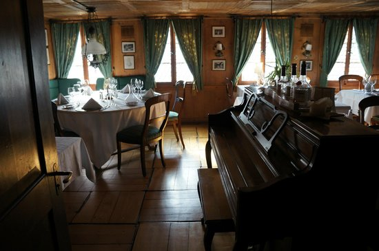 Swiss-Chalet Lodge: Fine Dining Room