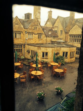 The Lygon Arms: Courtyard