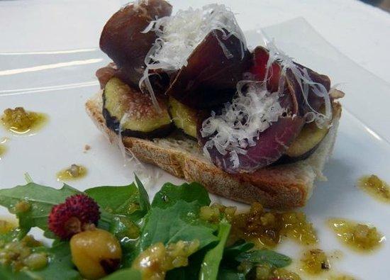 El Milano Real: Tosta de cecina y queso con brevas