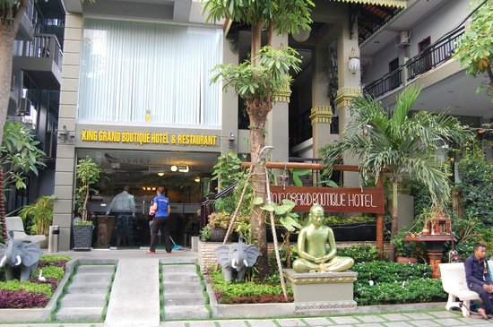 King Grand Boutique Hotel: Hoteleingang