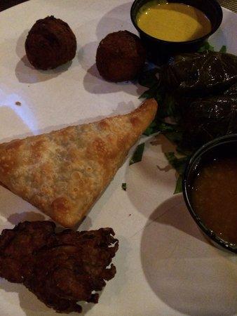Karoo Restaurant: Samosa and veggie assortment
