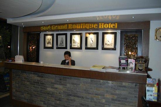 King Grand Boutique Hotel: Rezeption