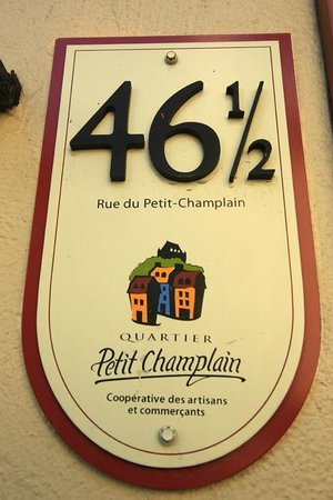 Quartier Petit Champlain: the house number remind to Hogwarts