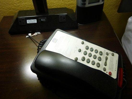 BEST WESTERN PLUS Orlando Convention Center Hotel: verstaubte Nachttische mit Lampen und Telefon