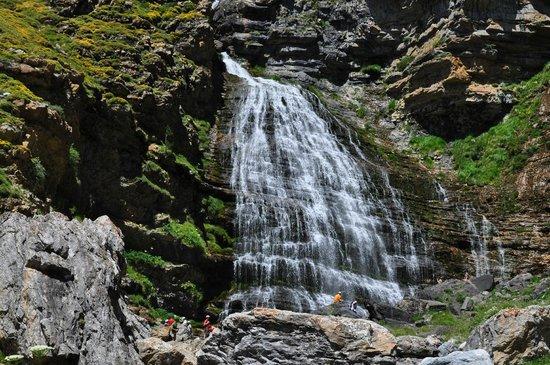 Parque Nacional de Ordesa: waterval De paarde straat in natuurpark Ordesa