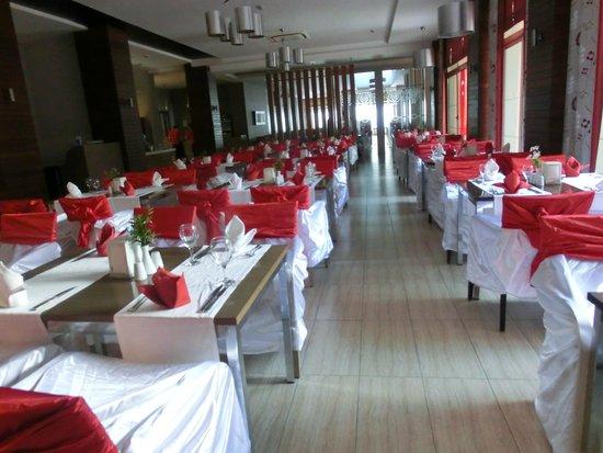 Port Side Resort Hotel: Terrasse am türkischen Abend