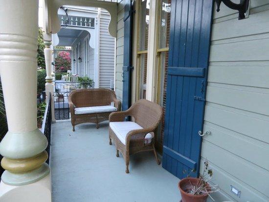 Maison Perrier: Veranda outside our room Pamela other house