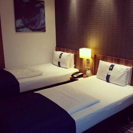Holiday Inn Express Hamburg City Centre: Hotelzimmer