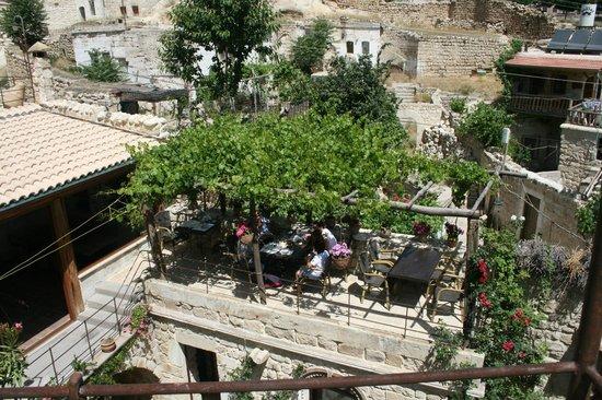Meleklerevi Cave Hotel: Hotel garden