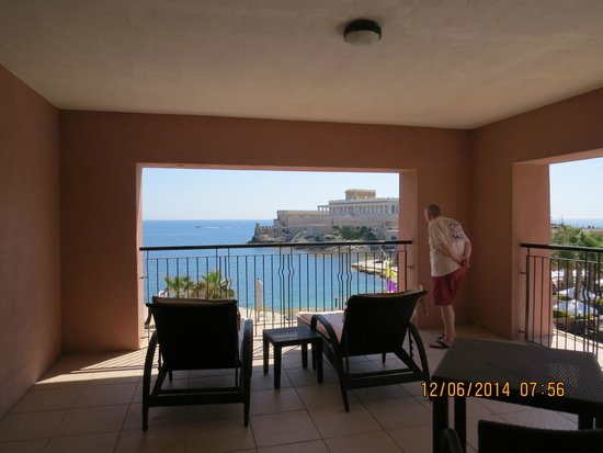 The Westin Dragonara Resort, Malta : The large balcony, or at last some of it!
