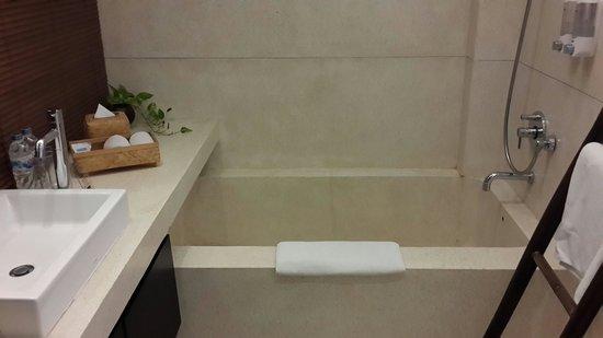 Taum Resort Bali: Bathtub 2nd floor