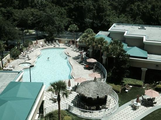 Crowne Plaza Orlando - Universal Blvd: pool from our room 7th floor