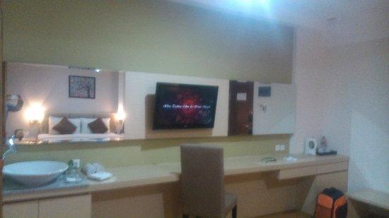 Hotel Gunawangsa Manyar: suasana kamar tidur