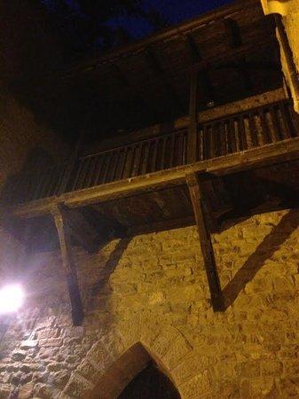 Ristorante Castello Dell'Oscano : Soppalco nel cortile dove si cena