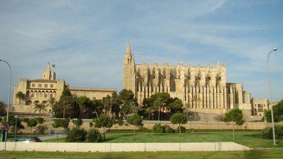 Palma Cathedral Le Seu : вид  с набережной