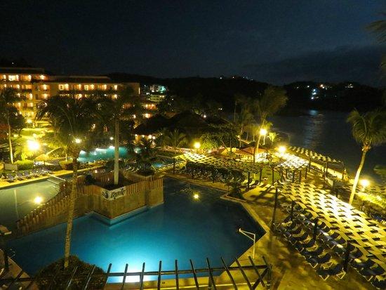Barcelo Huatulco: Vista de noche.