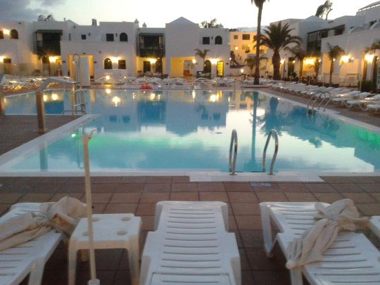 Gloria Izaro Club Hotel: Sunset by the pool !